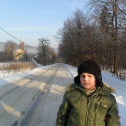 aktywny i Łukasz  miał wysoko postawione poprzeczki  w przeróżnych nowych sytuacjach. Tutaj tradycyjny zimowy spacer w naszej Opolnicy.